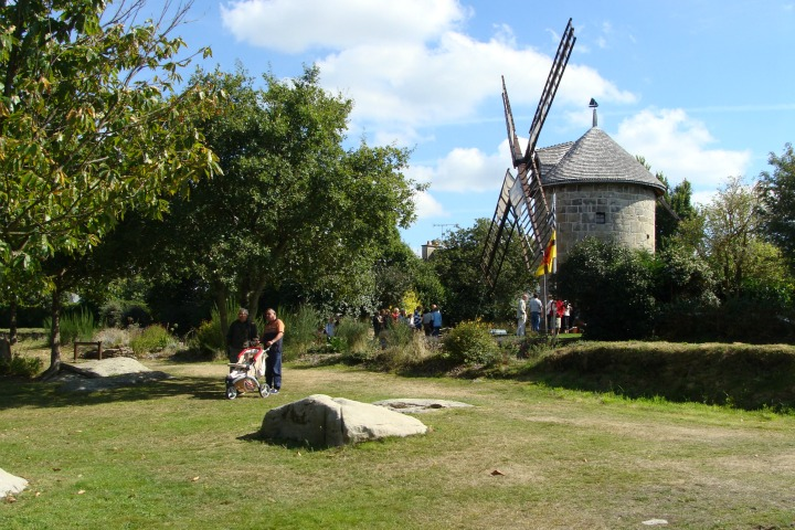 © #http://cdt22.media.tourinsoft.eu/upload/CDT22-tfinal-Moulin-Crec-h-Olen_2.jpg