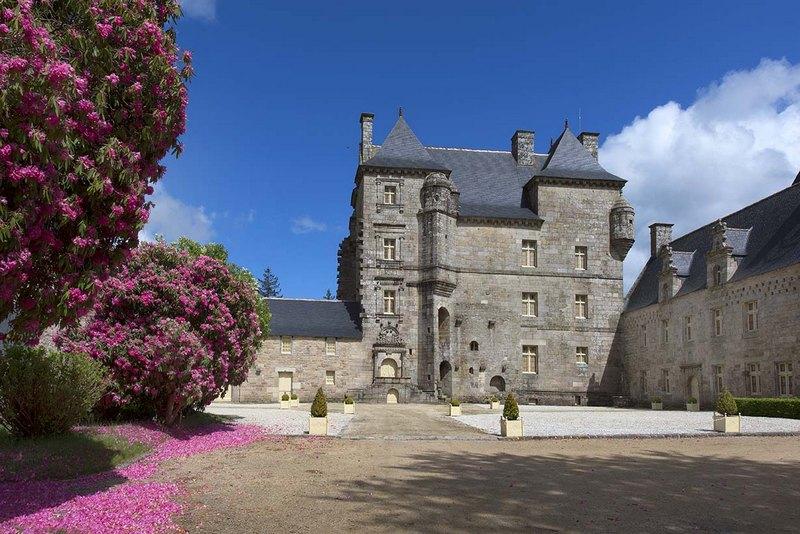 Hervé Ronné#http://cdt22.media.tourinsoft.eu/upload/Kerroue-Loguivy-Plougras-Festi-Rando2015--Herve-Ronne--2-.jpg